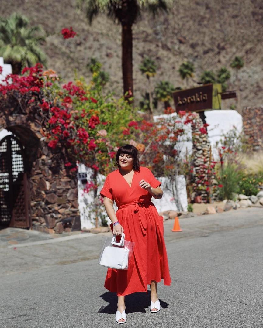 Красное платье на лето